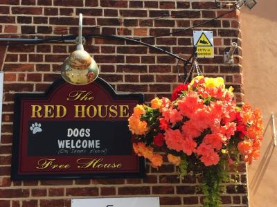redhouse pub sign and flowers2